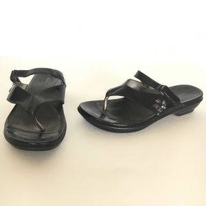 DANSKO Size 41 Women's Carmen Black Thongs